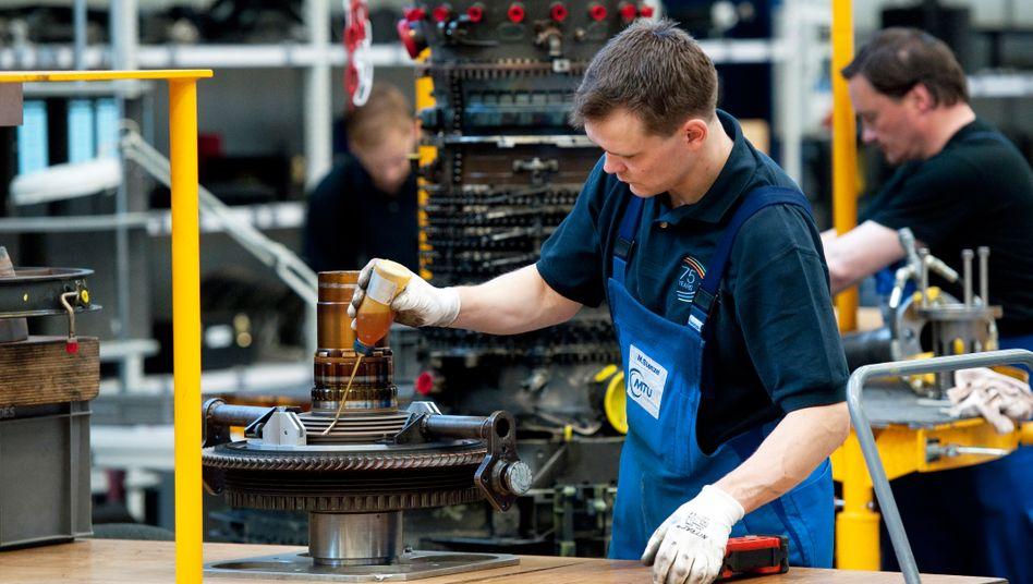 Industrie: Fehlende Deutsch-Kenntnisse, mangelnde Berufserfahrung und langwierige Verfahren bremsen viele Flüchtlinge bei der Jobsuche