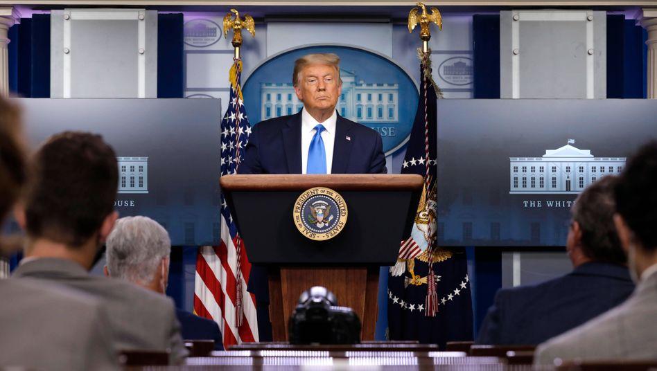 """""""Wir müssen abwarten, was passiert"""": Donald Trump am 23. September vor Journalisten im Weißen Haus"""