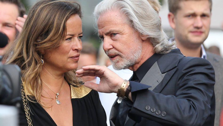 Hermann Bühlbecker, Besitzer der Firmengruppe Lambertz: Im Bild im Gespräch mit Jade Jagger auf der Europameisterschaft der Reiter in Aachen