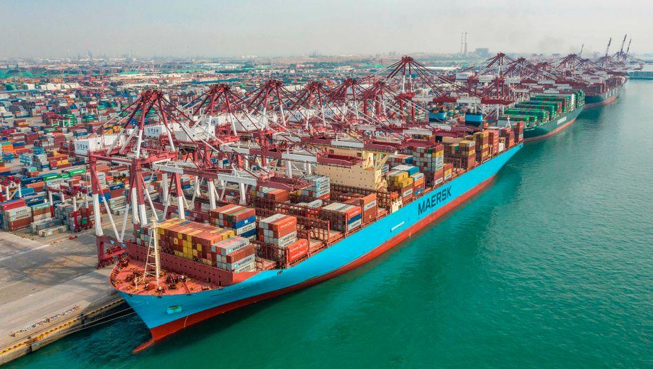 Containerschiffe im Hafen von Qingdao: Im Juli kletterten die Ausfuhren um 7,2 Prozent
