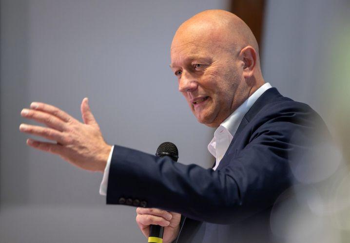Kehrtwende nach 24 Stunden: Thomas Kemmerich (FDP) will nun doch nicht Ministerpräsident von Thüringen sein.