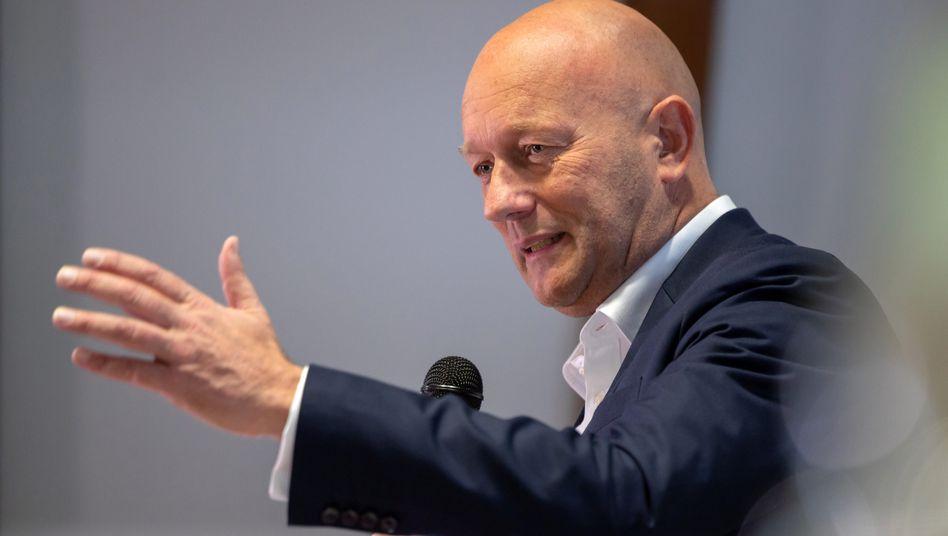 Thomas Kemmerich: Der FDP-Politiker ist neuer Regierungschef in Thüringen - mit Hilfe der Stimmen von CDU und AfD löst er seinen Vorgänger Bodo Ramelow (Linke) ab