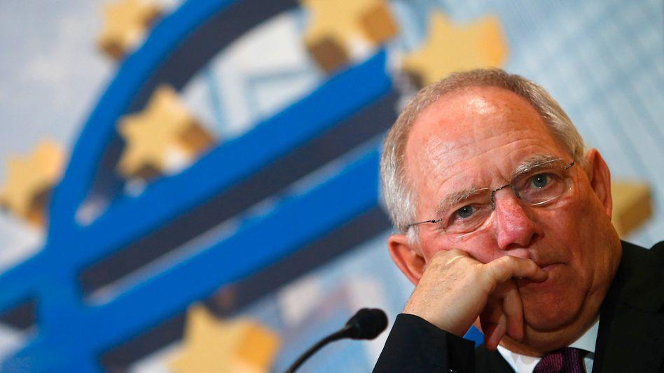 Kein Grund zur Trübsal: Finanzminister Schäuble kann sich fast zum Nulltarif Geld besorgen - das Rekordtief bei Bundesanleihen trifft jedoch die deutschen Sparer