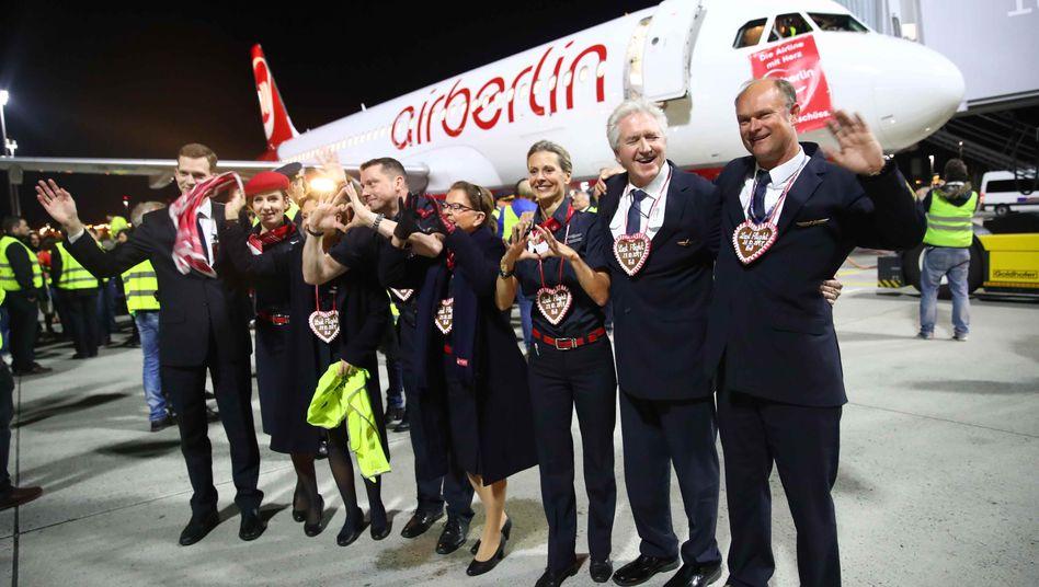 Air-Berlin-Crew des letzten Fluges: Viele Mitarbeiter stehen noch immer vor einer unsicheren Zukunft