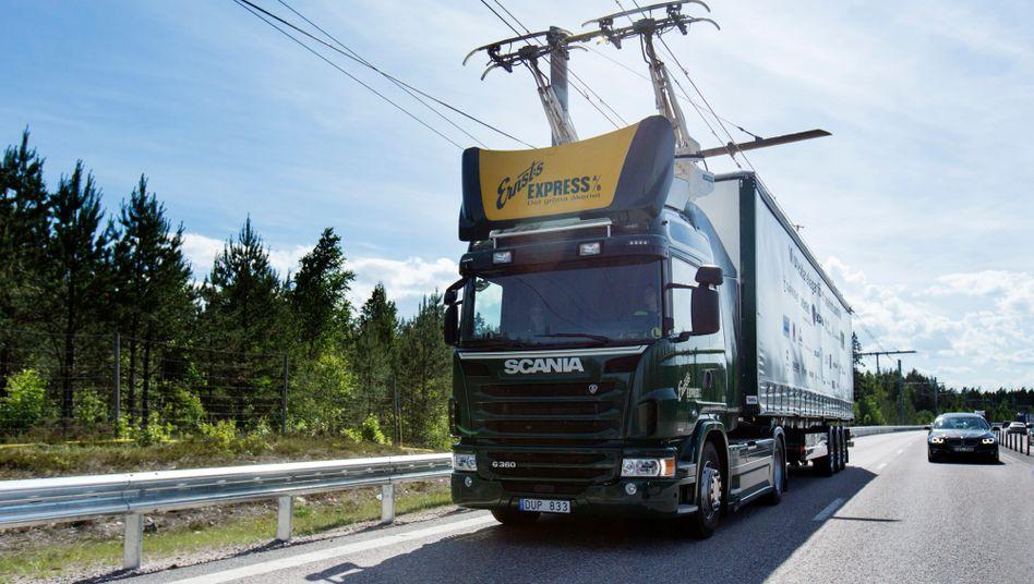 Electro Truck mit Oberleitung von Scania: Ein Oberleitungssystem mit all seinen teuren Investitionen versagt, wenn es nicht europäisch gedacht ist