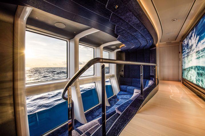 Glasiger Blick: Meereskino an Bord