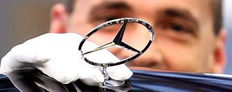 Den Stern wieder aufrichten: Allein in der Pkw-Sparte fuhr Daimler im ersten Quartal einen operativen Verlust von 1,1 Milliarden Euro. Das Management will verschärft gegensteuern und insgesamt vier Milliarden Euro einsparen.