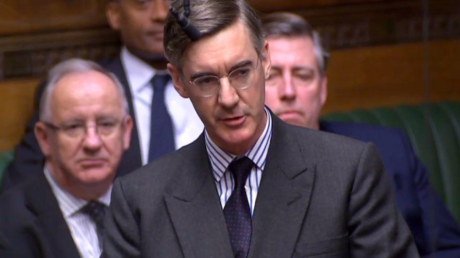 Jacob Rees-Mogg: Der Herr mit dem strengen Scheitel will ein Misstrauensvotum gegen Theresa May beantragen. Doch ob sich die Mehrheit der 315 Tory-Abgeordneten tatsächlich gegen May ausspricht, ist ungewiss