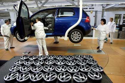 Produktion des Golf V in Wolfsburg: Druck aus den Billigländern nimmt trotz maßvoller Lohnabschlüsse zu