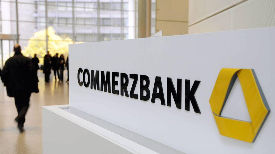 Zentrale der Commerzbank in Frankfurt am Main: 140.000 Kunden wurden informiert, dass sie ihre EC-Karte an zwei Wochenenden nicht nutzen können