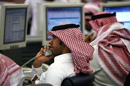 """Händler der Saudi Investment Bank in Riad: """"Wir sind stark betroffen"""""""