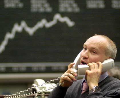 Aktienhändler in Frankfurt: In 2005 gingen viele Deals an Private-Equity-Anbieter verloren