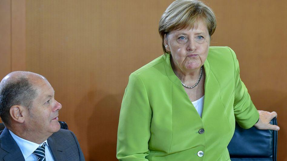 Angela Merkel, Vizekanzler Olaf Scholz: Von Aufbruch keine Spur