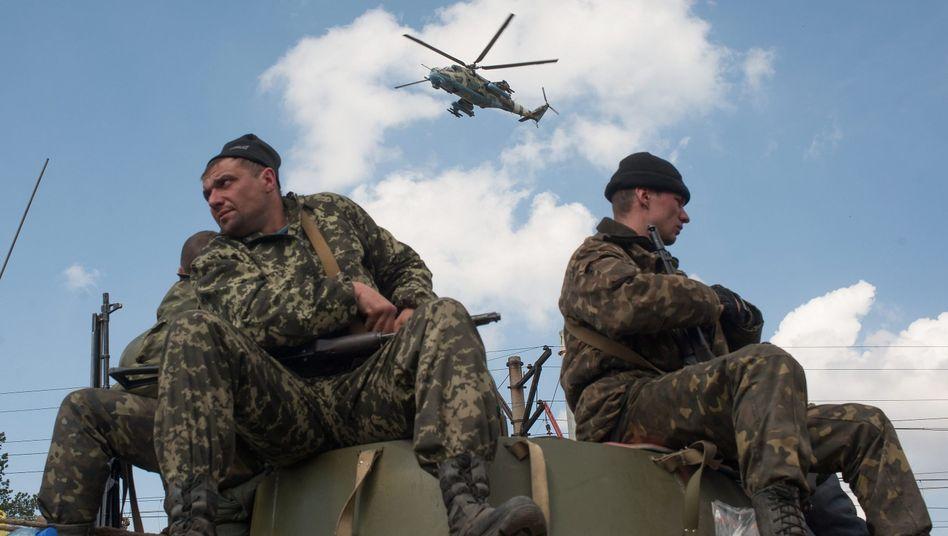 Ukrainische Soldaten: Die Folgen der Ukraine-Krise könnten das Wachstum der deutschen Wirtschaft im laufenden Jahr halbieren, haben Forscher hochgerechnet