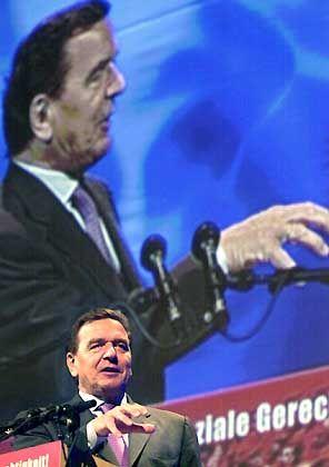 Gerhard Schröder: Zieht der Bundeskanzler im Hintergrund die Fäden?