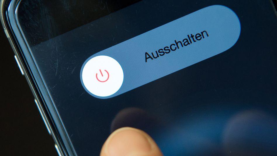 Digitale Abstinenz - einfach mal das Handy ausschalten, doch vielen Menschen fällt das inzwischen schwer
