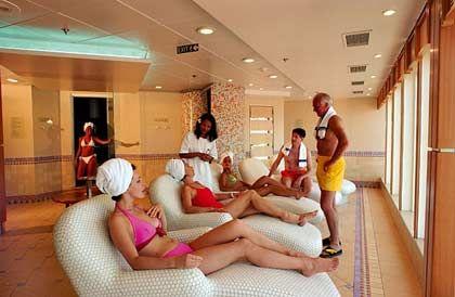 """Sauna an Bord: Blick in den Saunabereich mit Ruheraum auf dem Kreuzfahrschiff """"European Stars"""""""