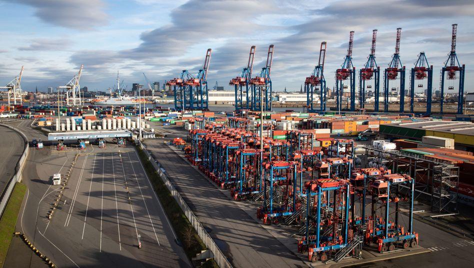 Deutschen Unternehmen erwarten laut Ifo erst Mitte nächsten Jahres eine Normalisierung ihrer eigenen Geschäftslage.