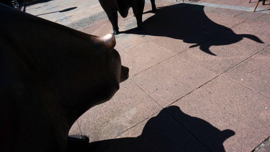 Skulpturen von Bulle und Bär vor der Deutschen Börse in Frankfurt am Main
