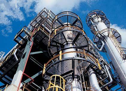 Ferrostaal: Ein Minikonglomerat ohne strategische Perspektive. Zu ihm gehören Stahlhandel, Stahlbau und das Projektgeschäft. Marktstellung: - Umsatz: 2,9 Milliarden Euro Kapitalrendite (ROCE): 15 Prozent