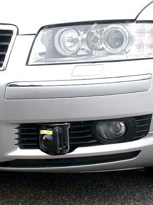 Wie Radar am Auto aussieht: Die kleine schwarze Kugel kann Abstände sehr genau erfassen. Die Größe der Hindernisse muss allerdings die Videotechnik erkennen