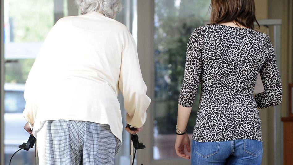 Altenpflege: Gesundheitsminister will private Pflege fördern