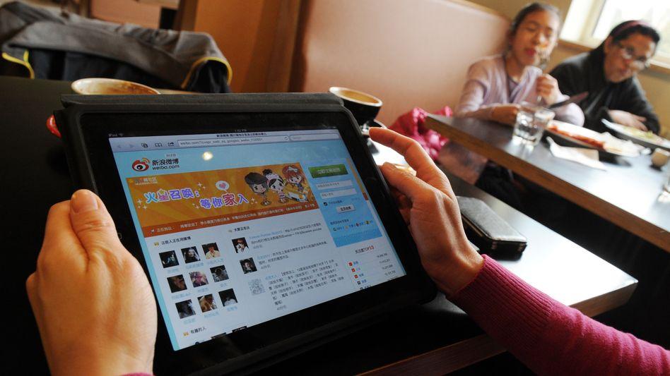 Nutzerin auf einer chinesischen Social-Media-Seite in Peking: Chinesische Behörden versuchen, die Tech-Konzerne des Landes stärker unter Kontrolle zu bekommen