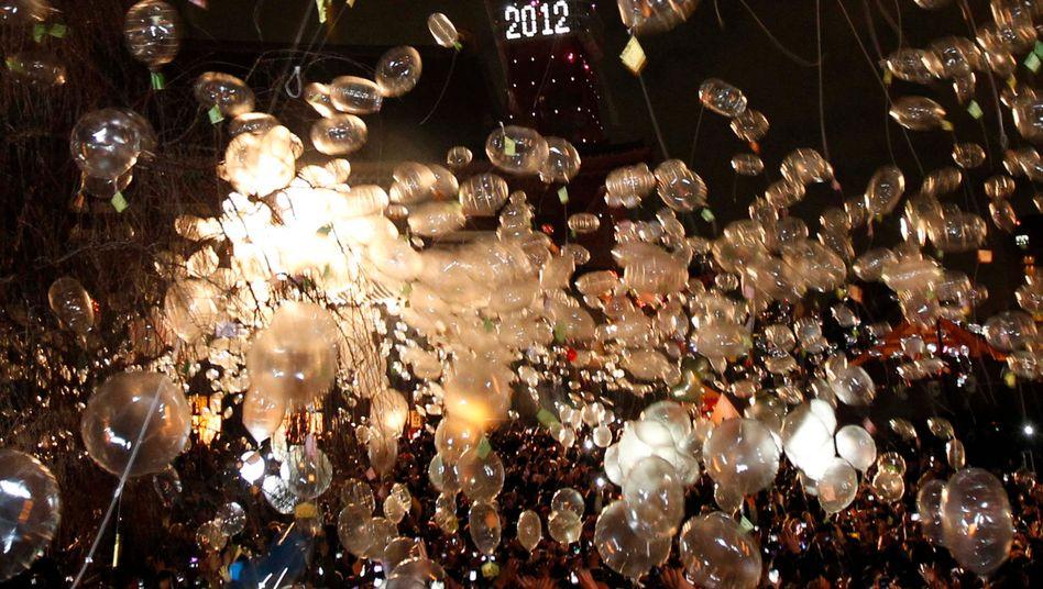 Neujahrsfeier: In Tokio wurde der Jahreswechsel mit Luftballons begrüßt. Wenige Stunden später bebte die Erde