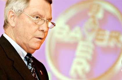 Bayer-Chef Manfred Schneider setzt die Berater unter Druck