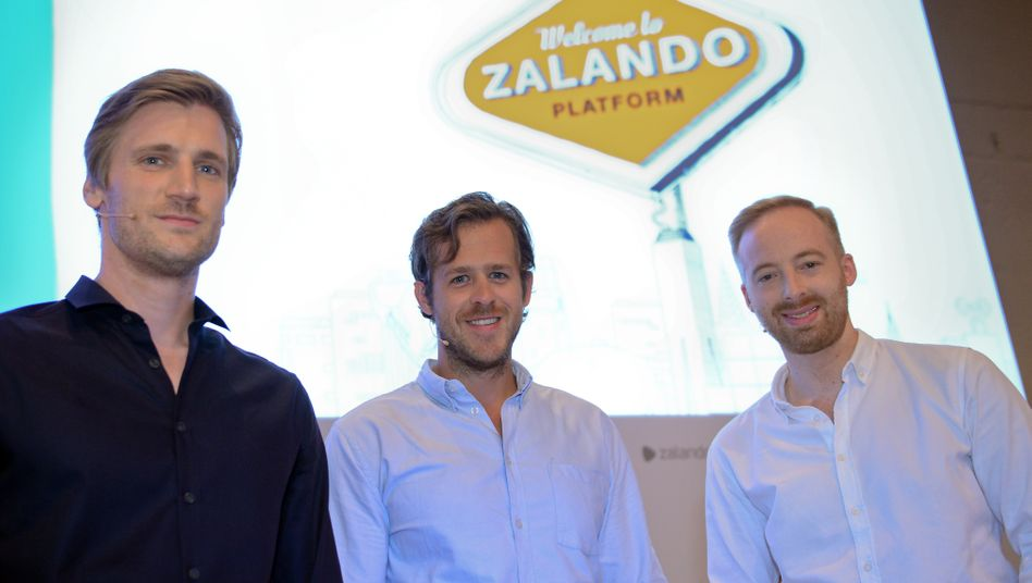 """""""Wir wollen keine Anteile verkaufen"""" versichern die Zalando-Vorstände David Schneider (l-r), Robert Gentz und Rubin Ritter (Bild Archiv)"""