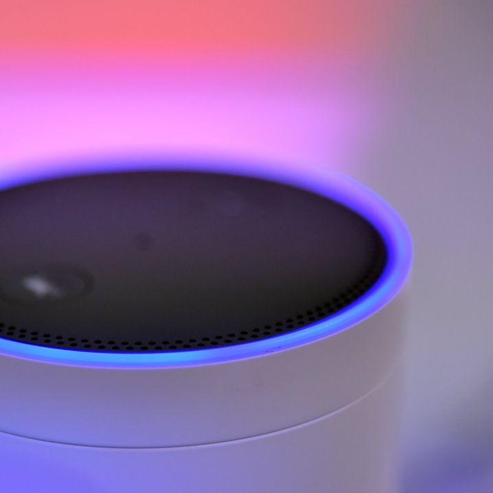 Der Lautsprecher Amazon Echo auf der Messe IFA