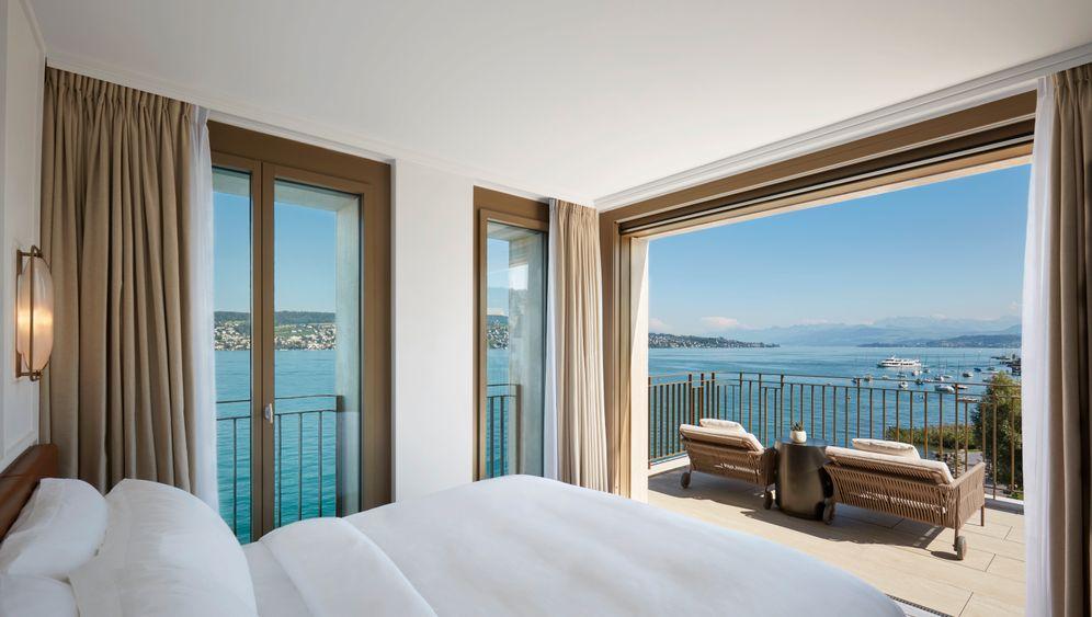"""Blick aus dem Penthouse des Hotels """"Alex Lake Zürich"""": Tagesstart mit Weitblick über den Zürcher See"""