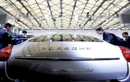Verblasster Glanz: Der neue Porsche Panamera soll den Absatz im Geschäftsjahr retten - vorerst ist aber Kurzarbeit angesagt