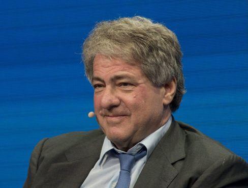 Traumschiffrendite: Apollo-Gründer Leon Black verlangte 15 Prozent Dividende für frisches Eigenkapital von Aida-Eigner Carnival. Neue Anleihen bieten 10 Prozent Rendite, auch für Privatanleger.