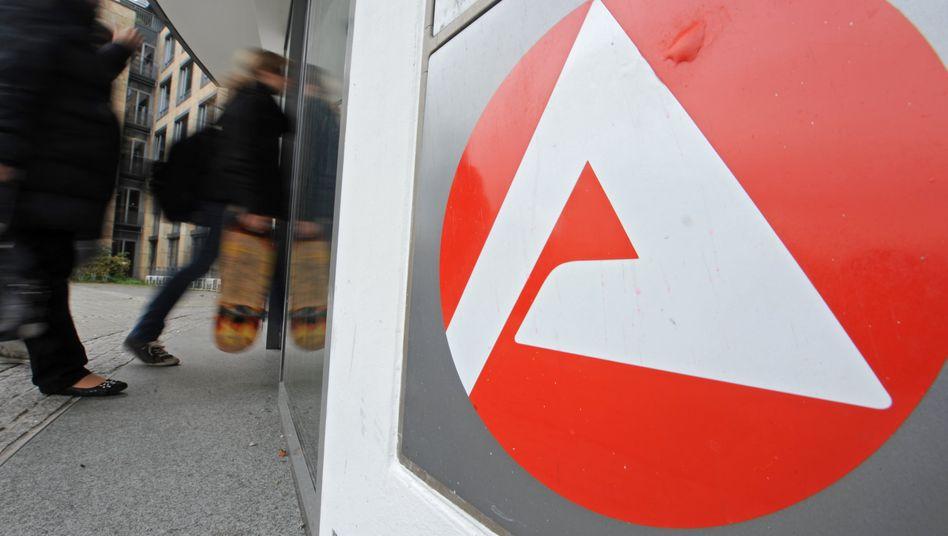 Logo der Arbeitsagentur: Die Opposition kritisiert Einsparungen trotz eines Milliardenüberschusses
