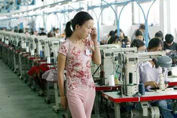 Fleißige Schuster: In der Provinz Zhejiang Province gibt es über 4000 Schuhfabriken. Eine Milliarde Paar Schuhe werden hier pro Jahr hergestellt, ein Viertel der chinesischen Schuhproduktion.