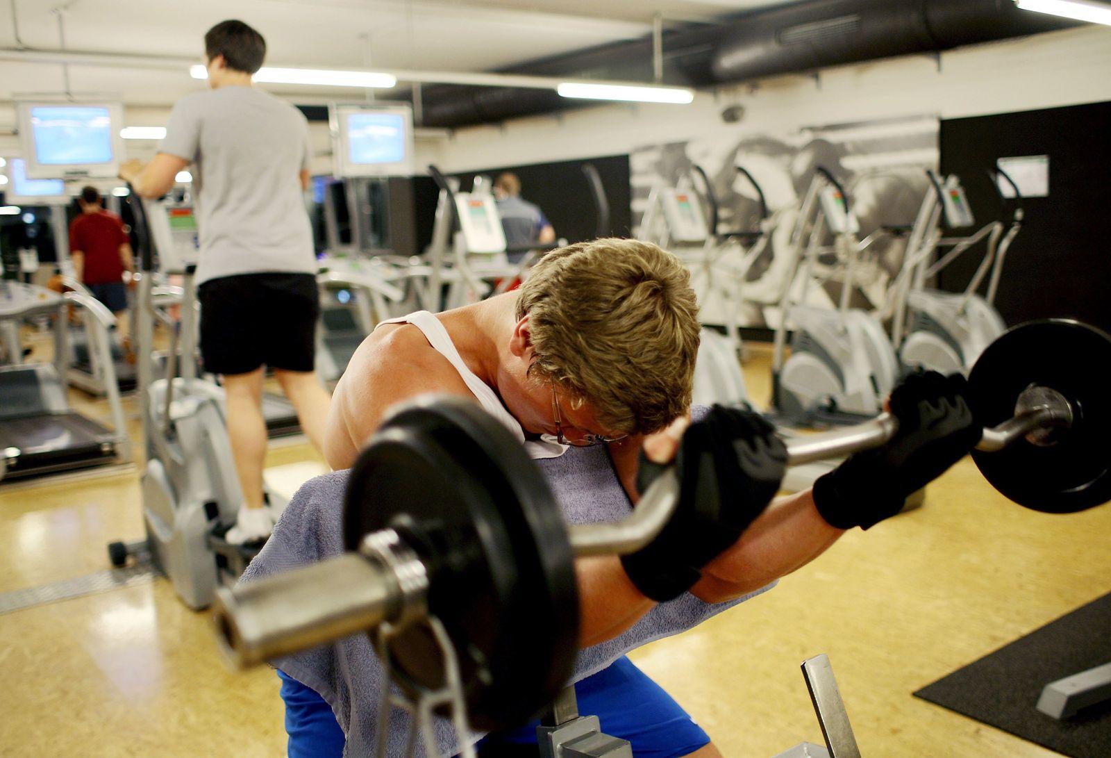 Fitnessstudio / Schwitzen / Sport