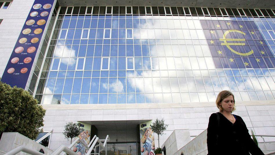 Zentralbank in Nikosia: Zyprische Banken sind stark in griechischen Staatsanleihen investiert und gelten als gefährdet