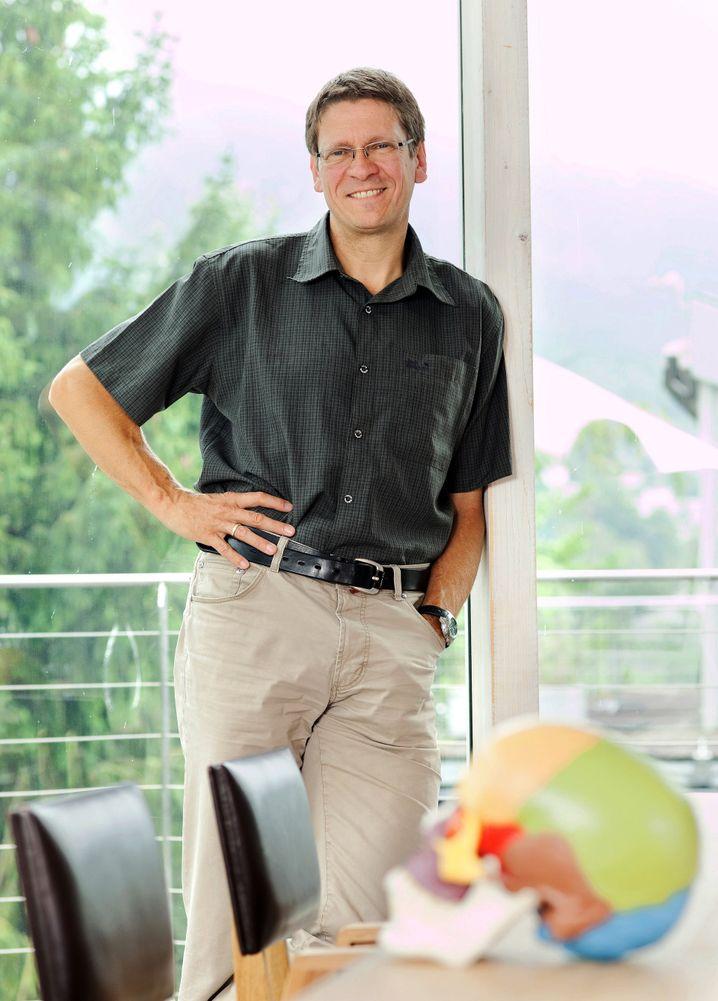 Martin Korte (54) ist Professor in der Abteilung Zelluläre Neurobiologie an der TU im niedersächsischen Braunschweig. Er untersucht die zellulären Grundlagen von Lernen, Gedächtnis und Vergessen. Der Hirnforscher berät Schulbehörden zu Fragen digitaler Medien.