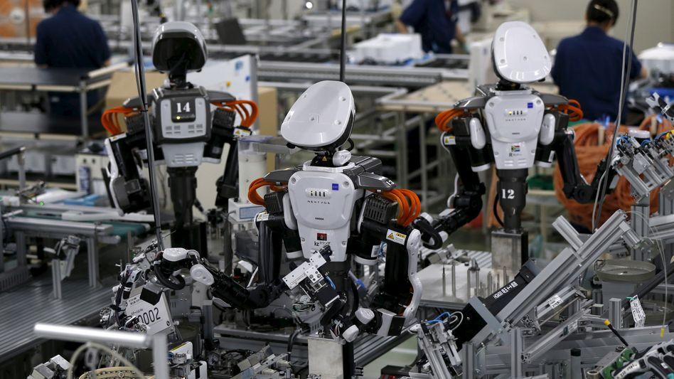 Maschine im Mittelpunkt. Produktion bei Glory, einem japanischen Hersteller von Geldautomaten.