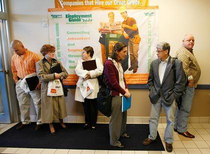Arbeitslose in den USA: Seit Beginn der Krise gingen fünf Millionen Jobs verloren