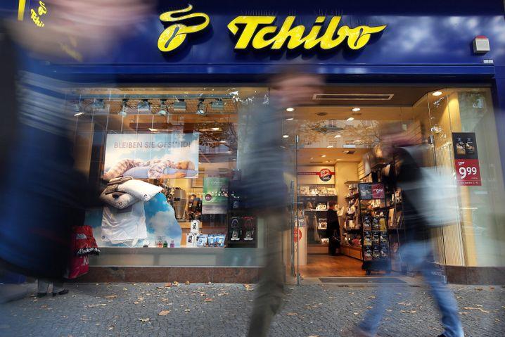 Tchibo: Zum Kaffee- und Allerleihändler Tchibo kommen noch 51 Prozent an Beiersdorf hinzu - dessen Aktien sich überaus freundlich entwickelt haben
