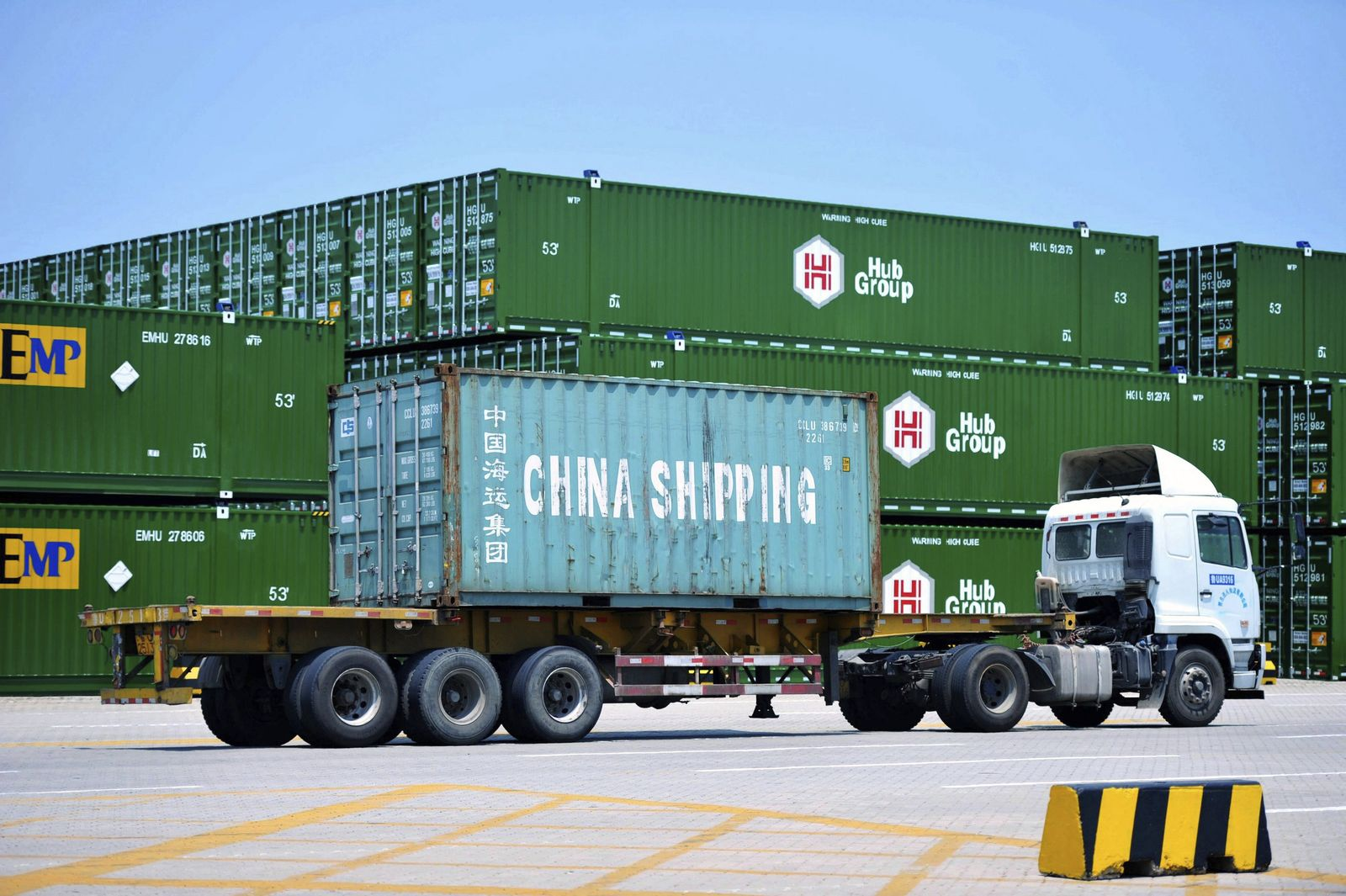 Container im Hafen von Qingdao