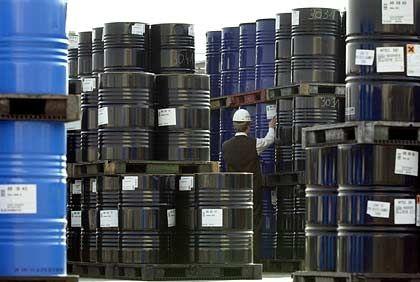 Ölfässer am Hamburger Hafen: Der Preis pro Barrel US-Öl notiert wieder oberhalb der 80-Dollar-Marke