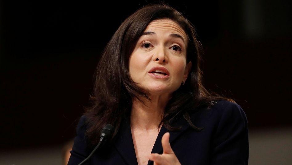Sheryl Sandberg verarbeitete den Tod ihres Mannes in einem Buch. Fünf Jahre später hat sie sich verlobt und beabsichtigt wieder zu heiraten.