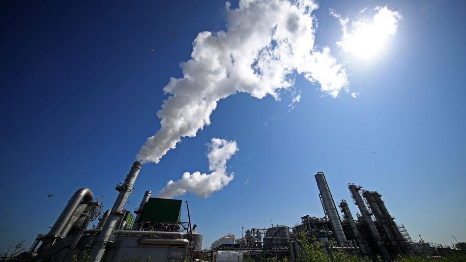 Ölraffinerie in Rotterdam: Der Druck auf die Ölbranche steigt