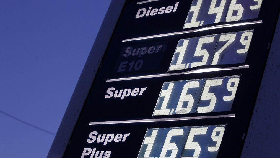 In der Kritik: Steigende Benzinpreise tragen zum allgemeinen Anstieg der Inflationsraten bei