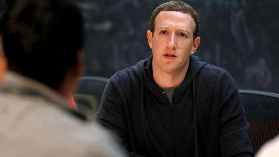 Mark Zuckerberg während einer Diskussion