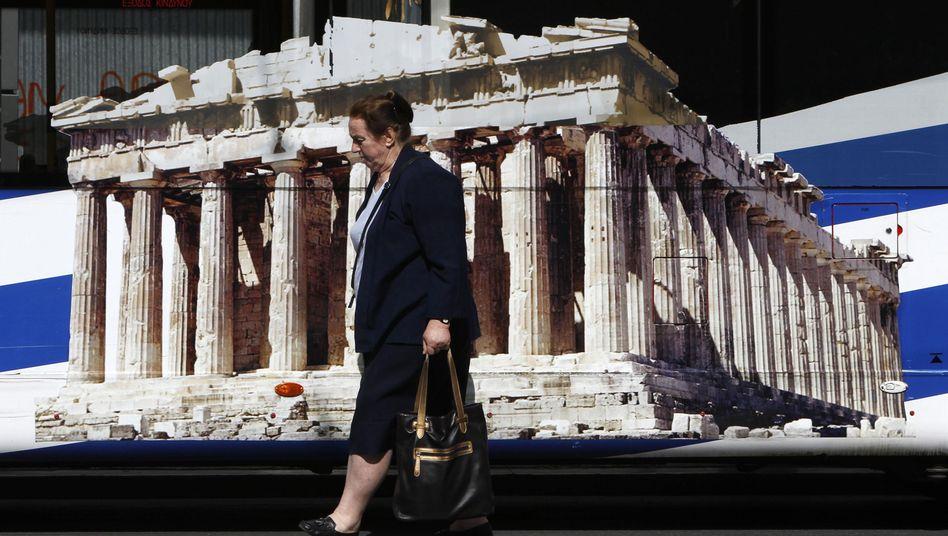 Passantin in Athen: Letzte Hilfstranche vom ESM