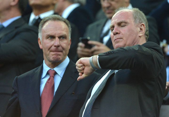 """Haben nicht nur das """"Festgeldkonto"""" im Blick: Bayern Münchens Präsident Uli Hoeneß (r.) und sein Vorstandsvorsitzender Karl-Heinz Rummenigge"""